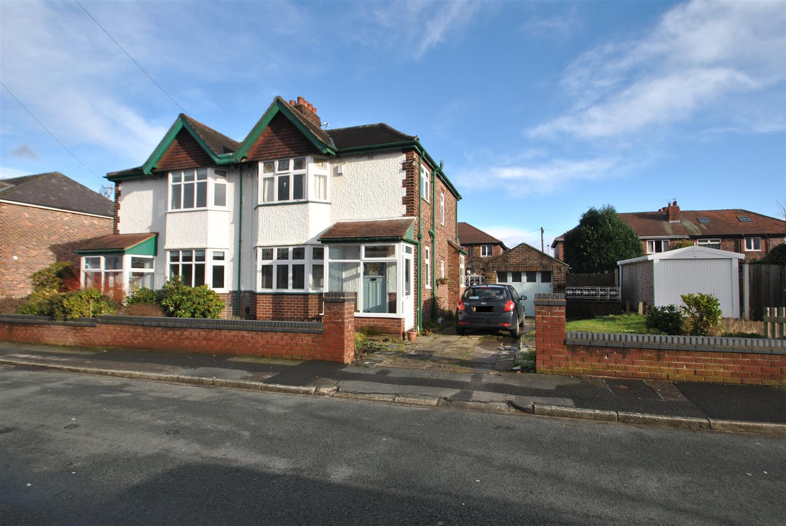 3 Bedrooms Semi Detached House for sale in Oakdale Avenue, STOCKTON HEATH, Warrington, WA4